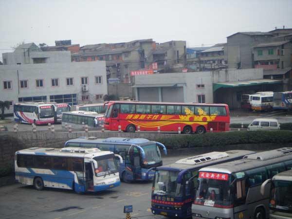 深圳大巴租赁,坐大巴出行有哪些不起眼的安全隐患?插图